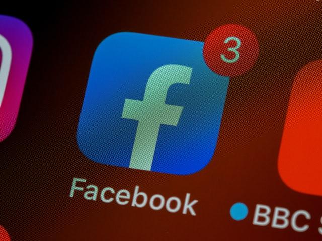 como salvar vídeos do facebook